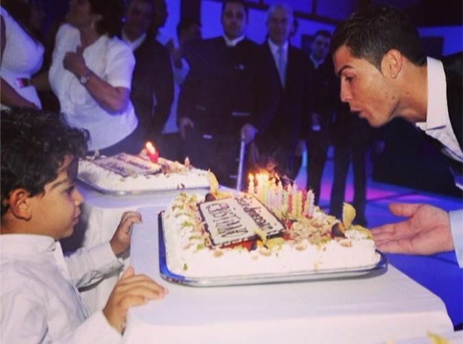 Cristiano Ronaldo : il souffle ses bougies en compagnie de son adorable fiston !