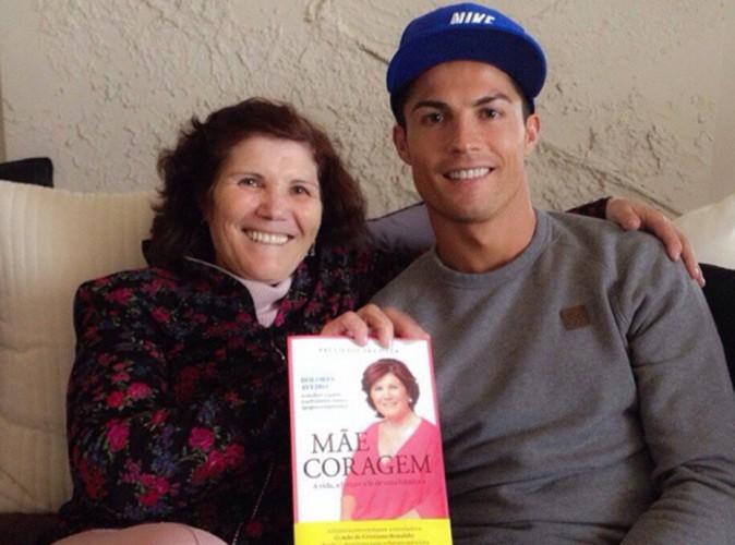 """Cristiano Ronaldo : trop fier de sa """"maman courage"""", il lui adresse une touchante déclaration d'amour !"""