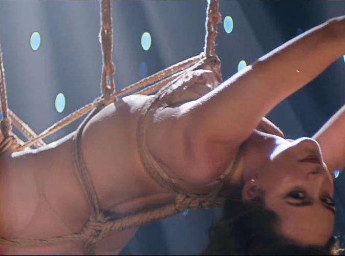 """Dakota Johnson : ficelée et mutine dans le clip """"Earned It"""" de The Weeknd !"""
