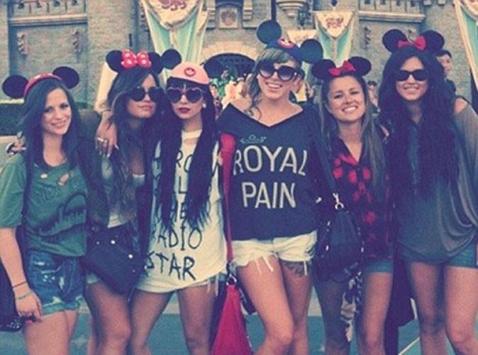"""Demi Lovato : trop craquante en Minnie pour célébrer son """"B-Day"""" chez Disney !"""