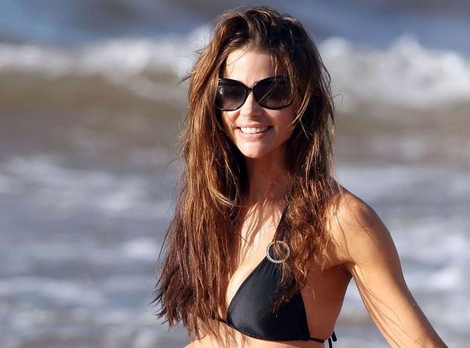 Denise Richards : la bombe américaine se met à l'heure d'été et dégaine le bikini sexy...