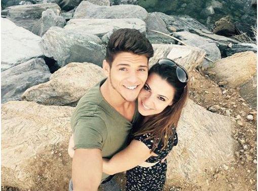 Denitsa Ikonomova dans les bras de Rayane Bensetti : le selfie du bonheur !