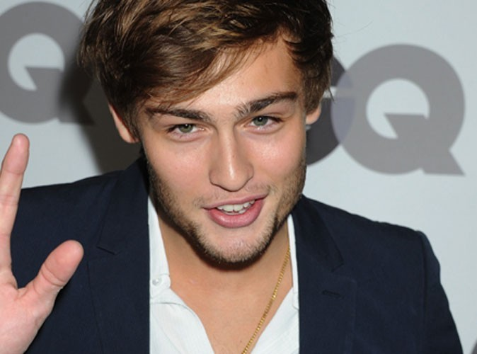 Douglas Booth : future star de Roméo & Juliette... et petit ami de Miley Cyrus dans LOL version USA !