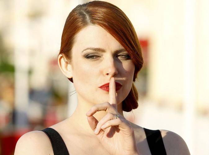 Elodie Frégé : quand la jolie rousse se dénude, c'est tout Twitter qui s'embrase !