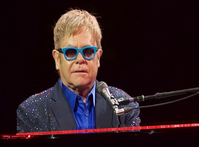 """Elton John : la star veut parler à Vladimir Poutine : """"Les gays ne sont pas un problème"""""""
