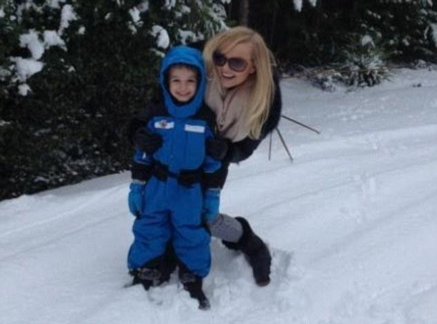 Emma Bunton : elle profite pleinement de la neige avec son fils aîné !