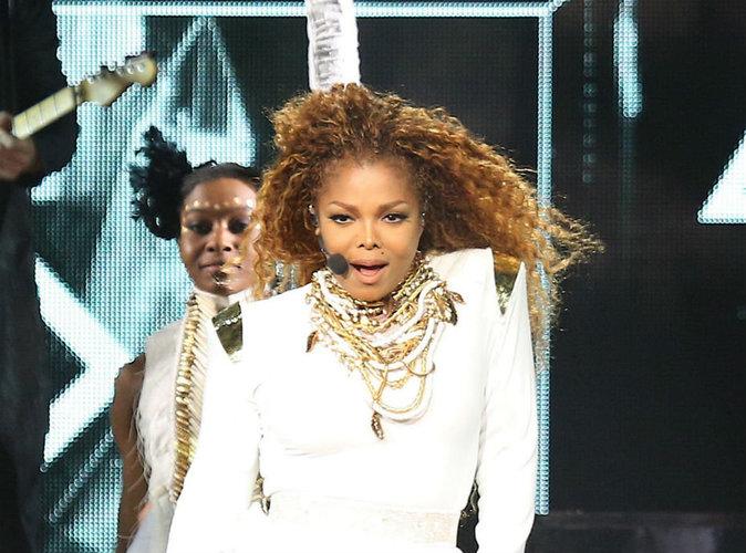 Engagée pour la Coupe du monde de Dubaï, Janet Jackson va devoir cacher ses seins !