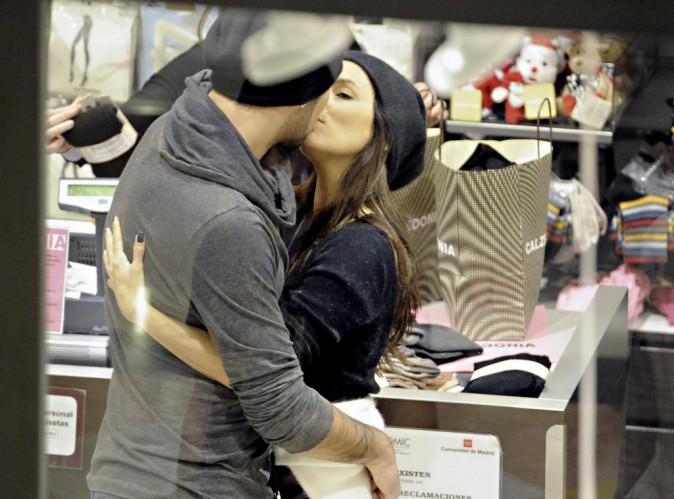 """Eva Longoria a partagé """"un baiser passionné"""" avec Eduardo Cruz !"""
