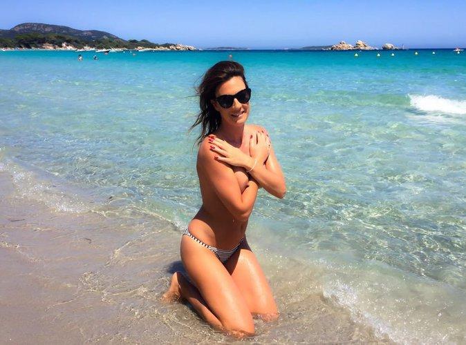 Eve Angeli : en mode topless à la plage, elle vous offre son téton !