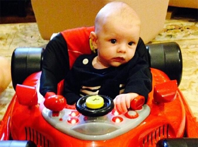 Fergie : à deux mois, son baby Axl Jack prend déjà le volant !