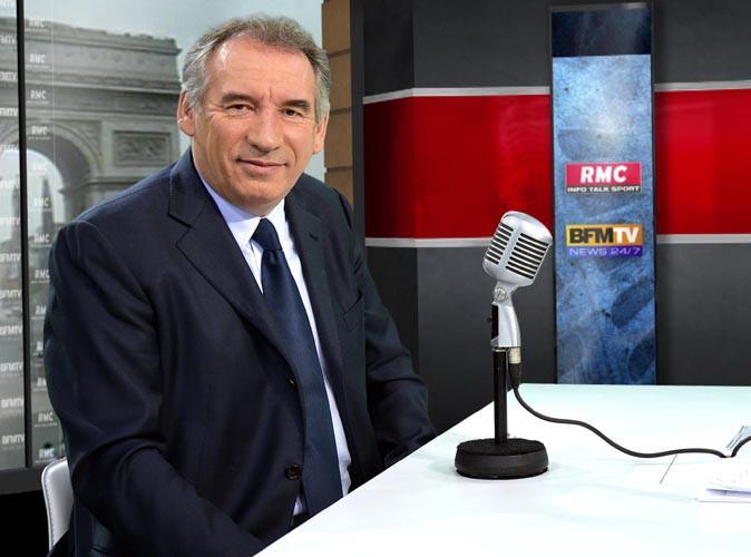 """François Bayrou : """"J'ai voulu escalader un grillage haut de 2,50 m et je me suis déchiré la main gauche"""" !"""