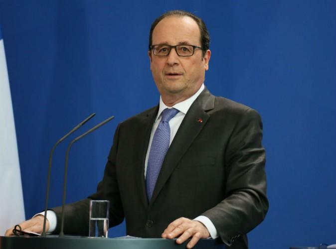 François Hollande : doigt d'honneur sur un selfie, le buzz est lancé !