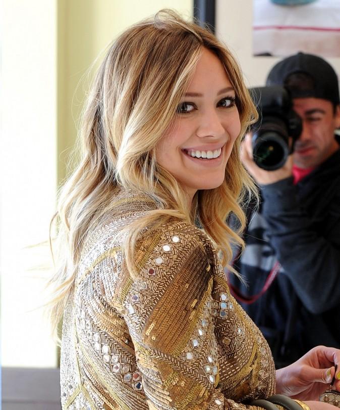 """Hilary Duff : de retour à la télé, elle donnera la réplique à Ashton Kutcher dans """"Mon Oncle Charlie"""" !"""