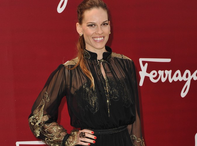Hilary Swank : victime d'un vol à l'arrachée à Paris !