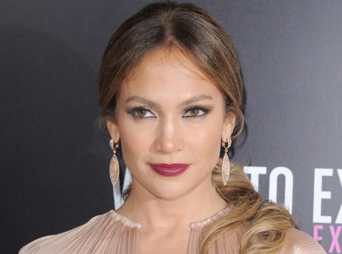 """Jennifer Lopez : en mode """"summer chic"""" pour une virée en bateau avec son fidèle toyboy !"""