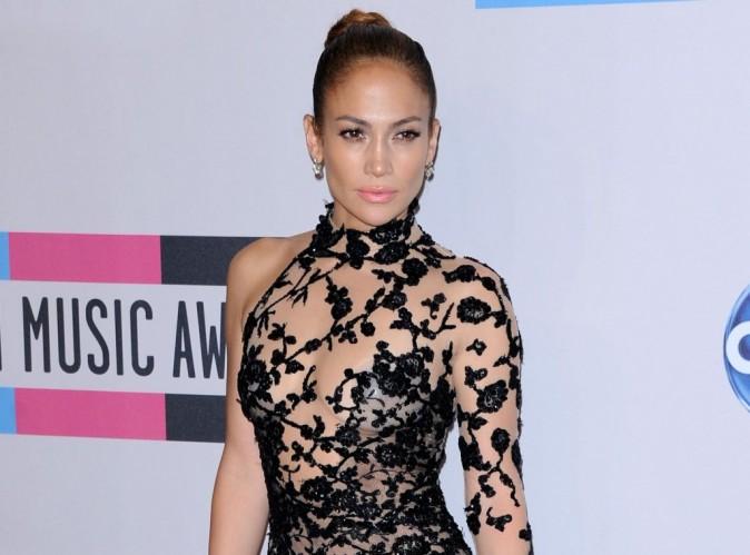 Jennifer Lopez : même en plein travail elle ne lâche pas son toy-boy !