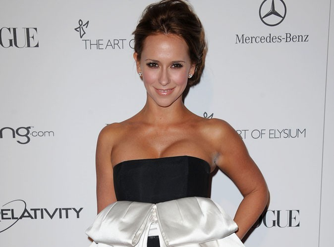 jennifer love hewitt elle essaie de comprendre pourquoi elle ne trouve pas l amour. Black Bedroom Furniture Sets. Home Design Ideas