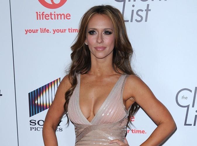 Jennifer Love Hewitt : sa poitrine trop opulente est censurée sur les affiches !