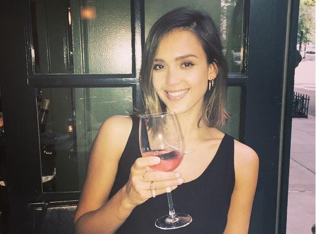 Jessica Alba : Avec sa compagnie, les femmes seront désormais bien protégées...