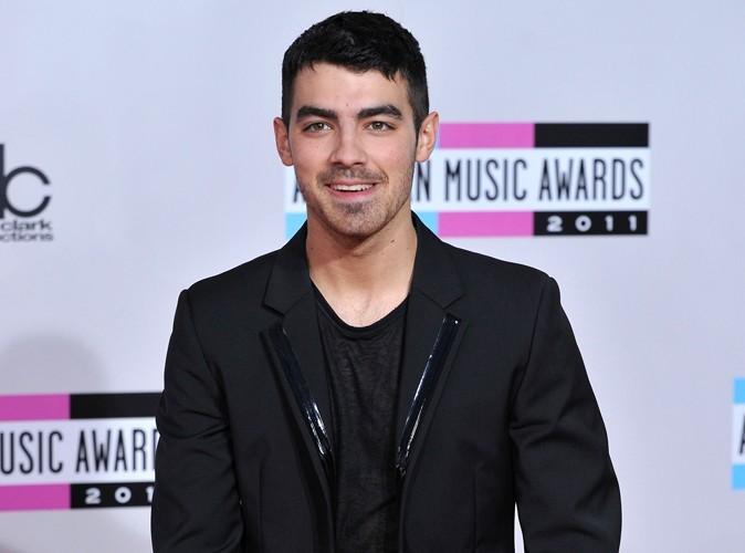 Joe Jonas : avec une demoiselle aussi sexy que mystérieuse !