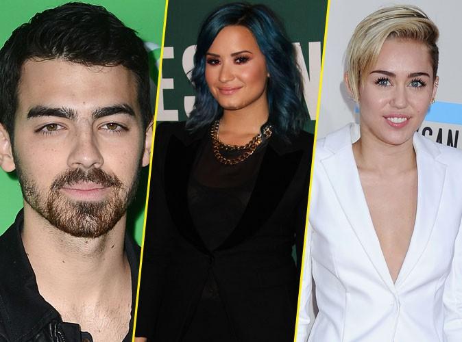 """Joe Jonas : """"La première fois que j'ai fumé de l'herbe, c'était avec Miley Cyrus et Demi Lovato"""" !"""