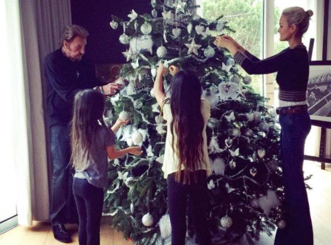 Johnny Hallyday : beau moment familial autour du sapin de noël