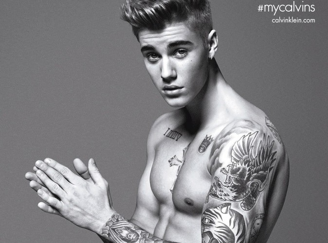 """Justin Bieber approuve la parodie hilarante de sa pub Calvin Klein : """"Bien joué"""" !"""