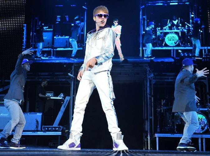 Justin Bieber attaqué par des oeufs en plein concert !
