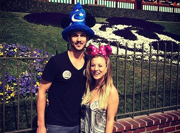 Kaley Cuoco et Ryan Sweeting : les jeunes mariés célèbrent leur lune de miel à Disneyland !