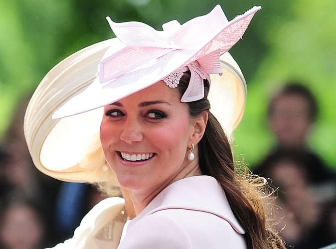 Kate Middleton : à quelques jours de son accouchement, elle reste au summum de l'élégance pour faire du shopping !