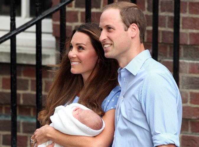 Kate Middleton et le prince William : sur le point d'arriver au baptême de leur fils le prince George... Les premières images en live du Palais St. James !