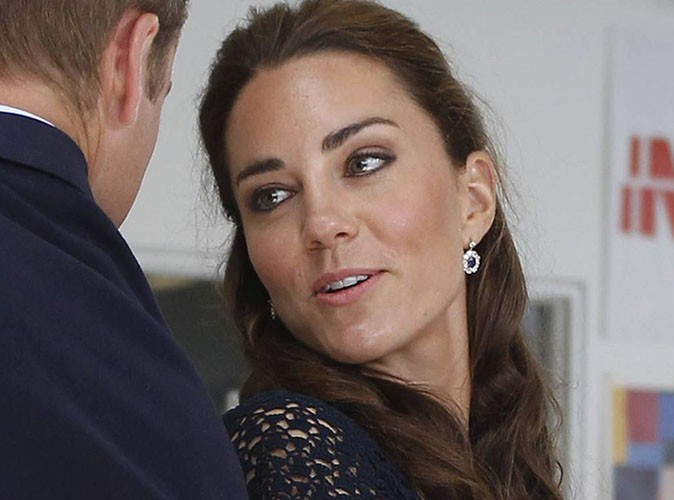 Kate Middleton : William lui offre les boucles d'oreille de Lady Di !