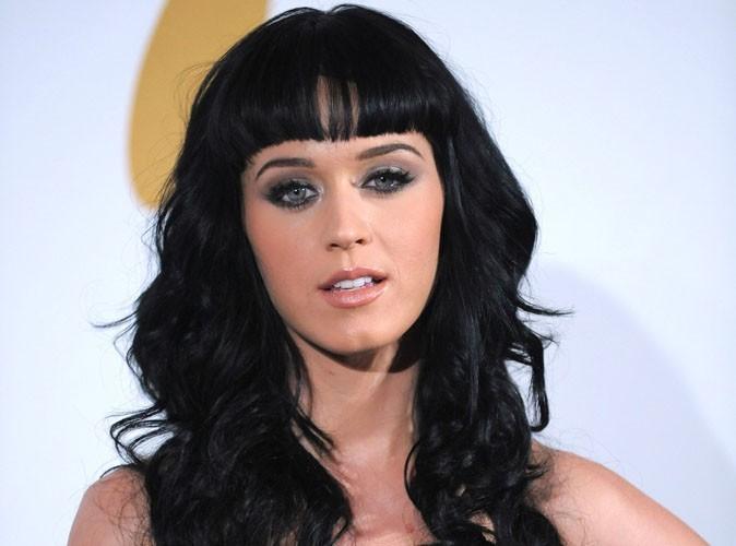 Katy Perry critiquée à l'école à cause de sa poitrine, elle riposte aujourd'hui sur Twitter !