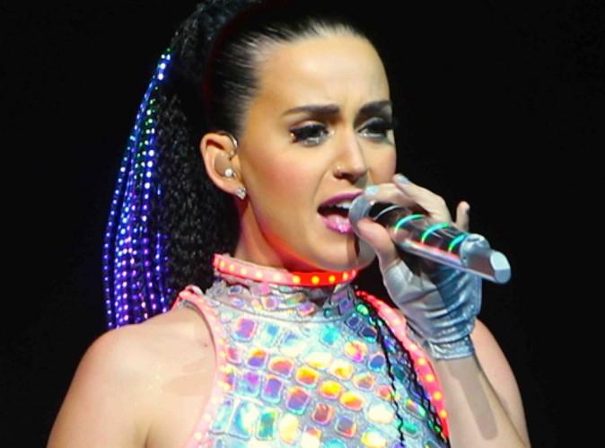 """Katy Perry : elle revient sur ses idées noires, """"il y avait des pensées, mais jamais d'actes"""" !"""