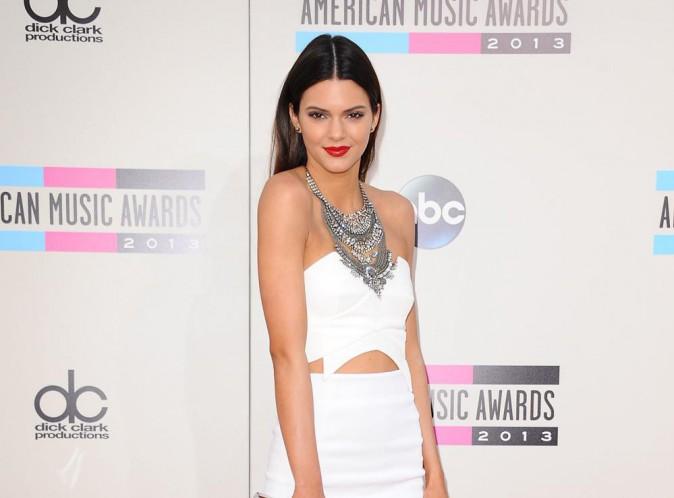 Kendall Jenner : la bombe dément avoir eu recours à la chirurgie esthétique !