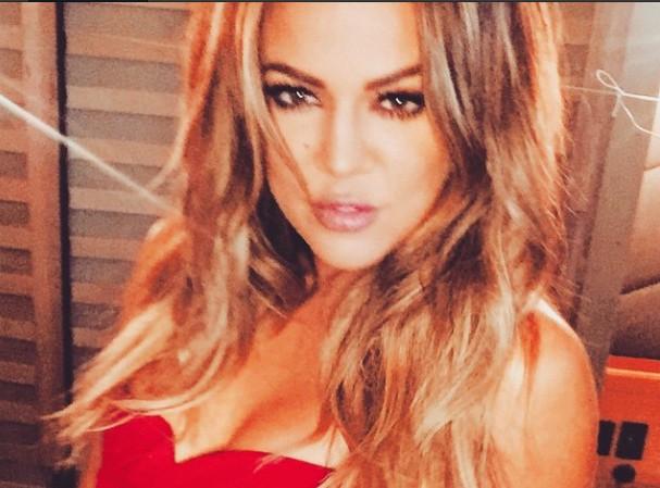 Khloé Kardashian : elle raconte la réaction de Kim lors de l'accident, sur le tapis rouge des Oscars !