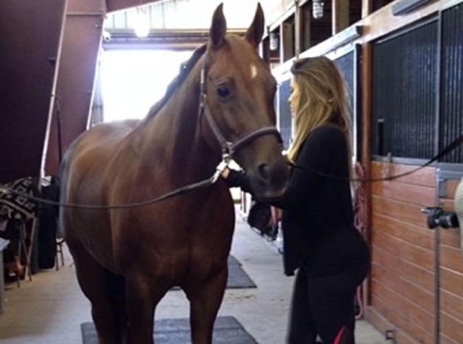 Khloe Kardashian : elle se découvre une nouvelle passion pour l'équitation !