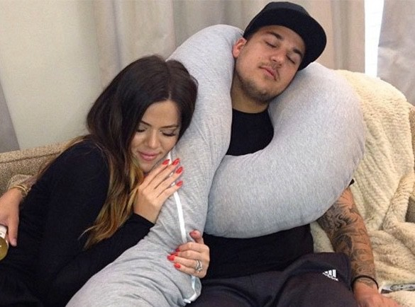 Khloé Kardashian est consciente de materner son frère Rob, mais elle adore ça !