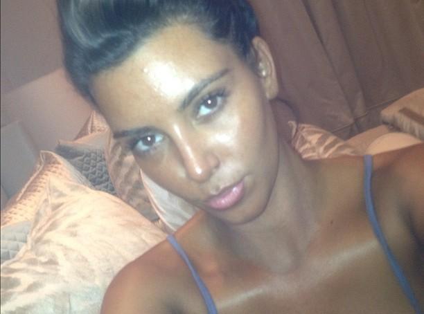 Kim Kardashian abuse de l'autobronzant !