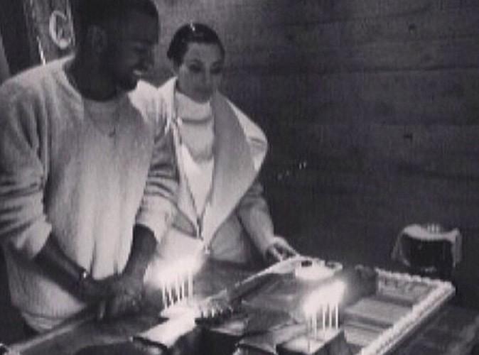 Kim Kardashian : elle fête les 10 ans de carrière de son gros nounours Kanye West !