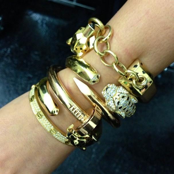 Kim Kardashian expose ses bijoux Cartier le 24 janvier 2013