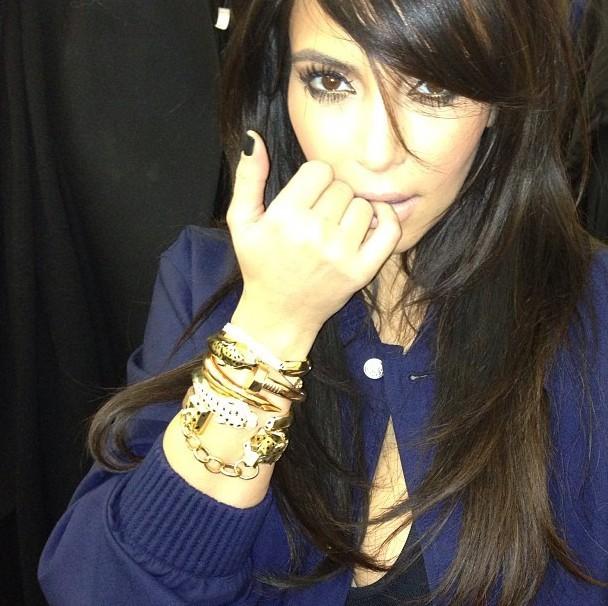 Kim Kardashian expose ses bijoux Cartier le 25 janvier 2013