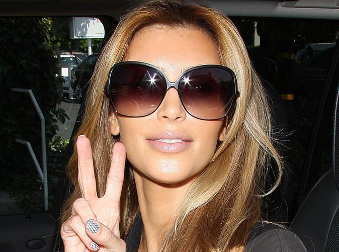 Kim Kardashian : la jeune maman change de tête et mise sur la blonde attitude pour une balade avec sa fille Nori !