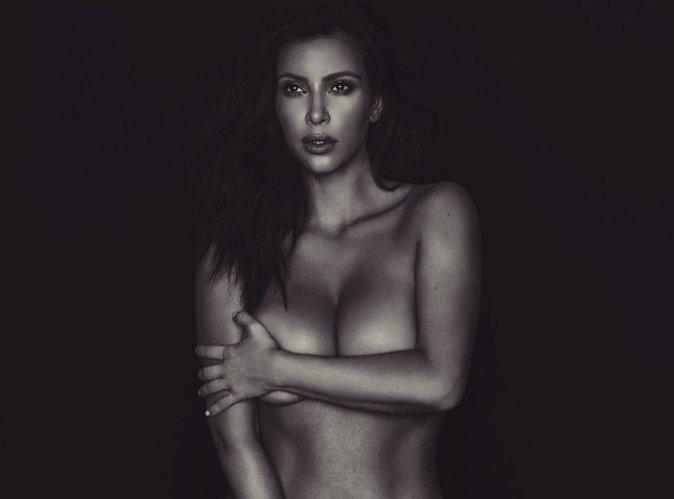 Kim Kardashian : lorsqu'on la traite de sa**pe, elle se met encore toute nue !