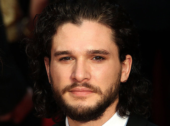 kit harington jon snow vient de raser sa barbe et il est. Black Bedroom Furniture Sets. Home Design Ideas
