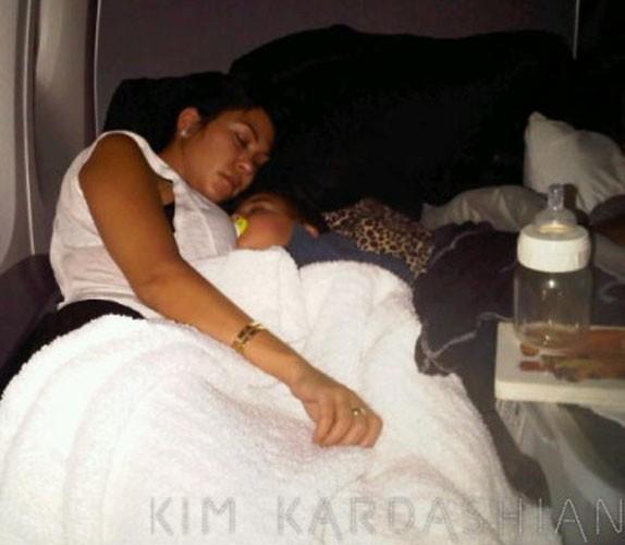 Kourtney Kardashian et son fils Mason : trop mignons quand ils font la sieste !