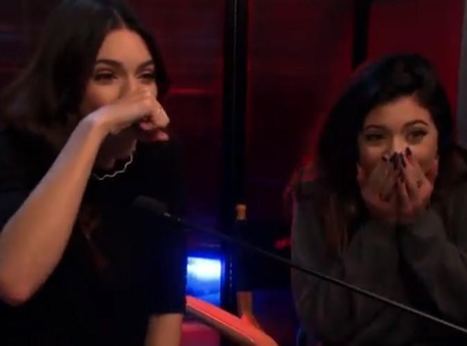 """Kylie et Kendall Jenner : traitées de """"sal****"""" par une inconnue, elles décident de la mettre mal à l'aise !"""