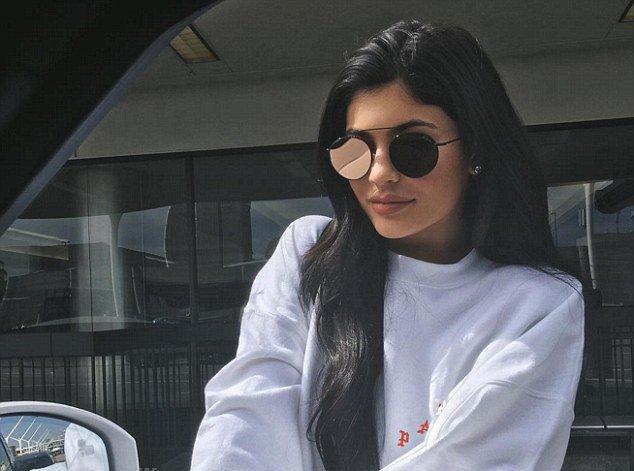 Kylie Jenner fiancée ? La photo qui sème le doute...