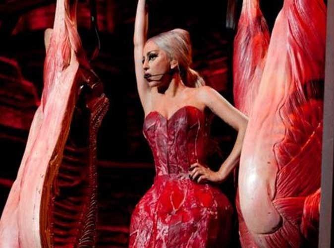 Lady Gaga : elle remet une robe en viande ! Bonne ou mauvaise idée ?