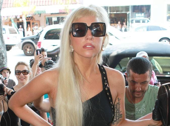 Lady Gaga : robe transparente et lingerie apparente... le look idéal pour une balade dans les rues de New York !